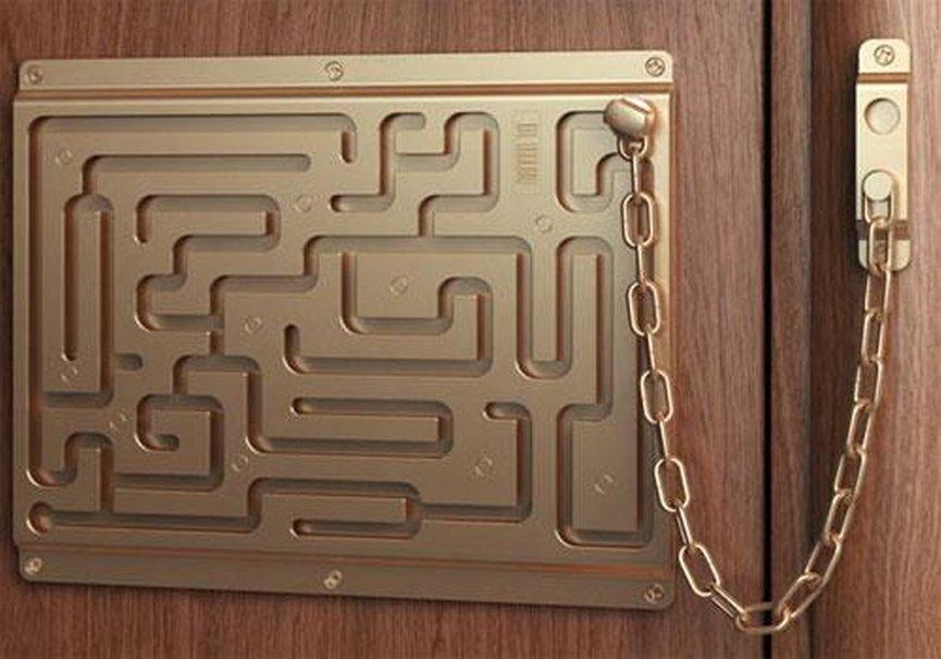 Что делать ребенку, когда звонят в дверь или пытаются взломать ее снаружи